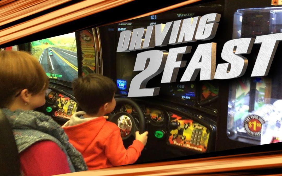 Action Kid beim Autorennen